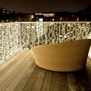 Lichtgordijn langs balkon of voor een raam