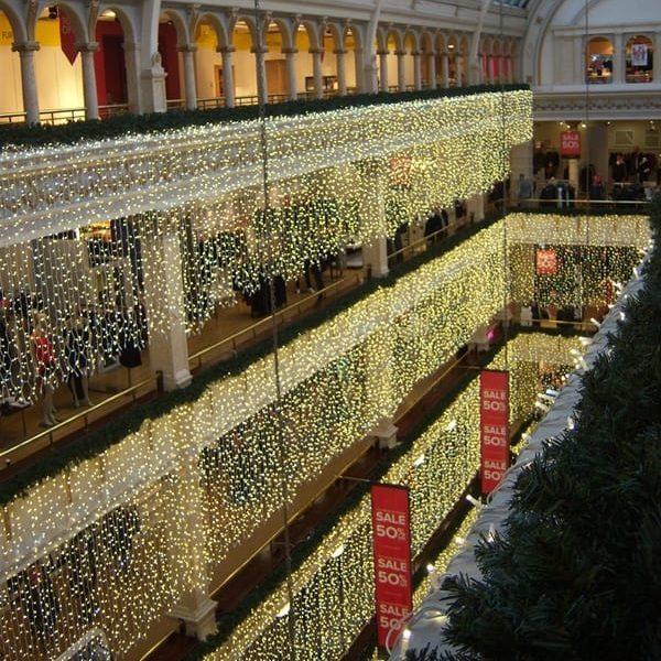 Lichtgordijn voor kerst op maat. Bijvoorbeeld in een winkelcentrum