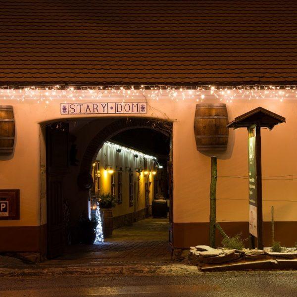 Ijspegel verlichting te gebruiken langs een dakgoot of dakrand van bedrijfspand restaurant hotel of huis